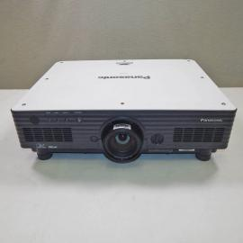 Panasonic PT-D5700E Projector